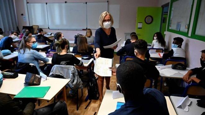 Imagem de 1º de setembro, no volta às aulas na Franca, após as férias de verão.