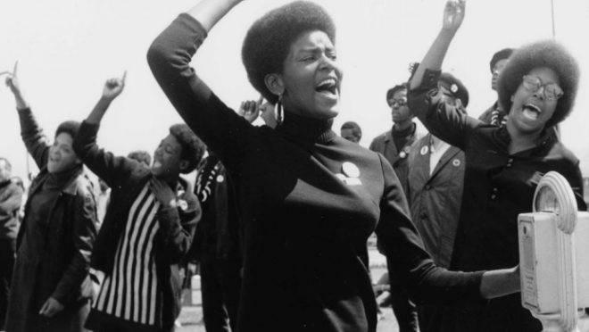 Imagem da prova traz os Panteras Negras, grupo socialista revolucionário dos EUA da década de 1960, como exemplo.