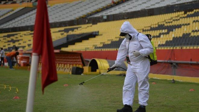 Desinfecção antes de jogo pela Libertadores entre Barcelona de Guayaquil e Flamengo