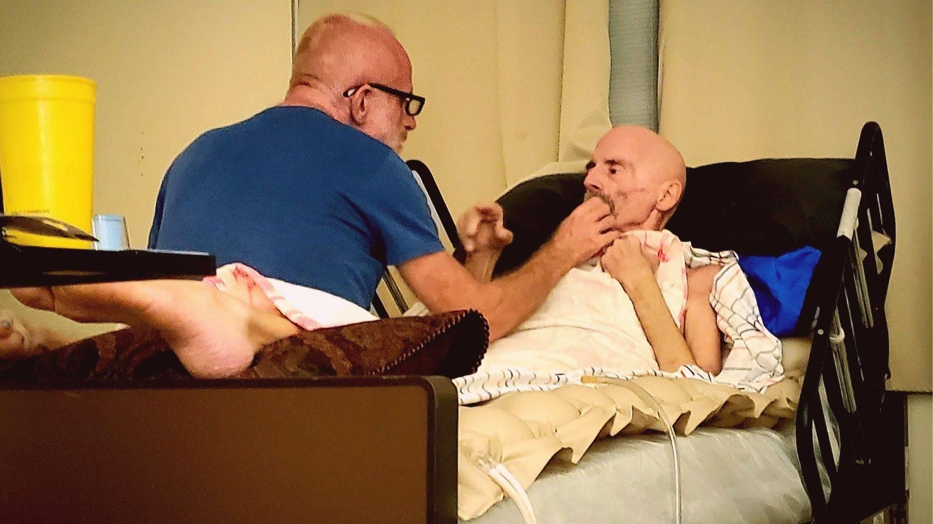 """Timothy, o """"paciente de Berlim"""", enfrenta uma leucemia avançada e está recebendo tratamentos paliativos em um hospice nos Estados Unidos"""
