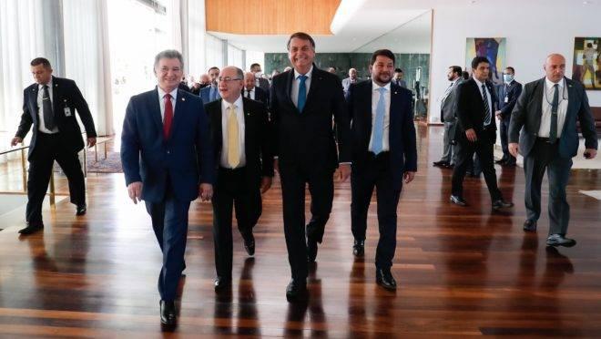 Bolsonaro assumiu as rédeas das negociações para criar o Renda Cidadã, reduzindo a autonomia da equipe econômica.