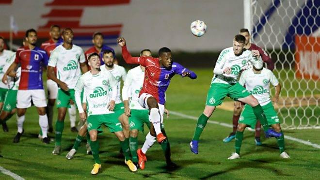 Paraná ficou no empate com a Chapecoense