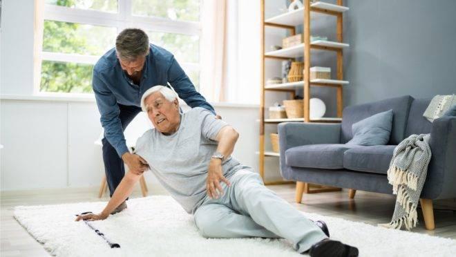 Sem ter quem os ajude em tarefas difíceis para sua idade, idosos têm estado mais sujeitos às quedas