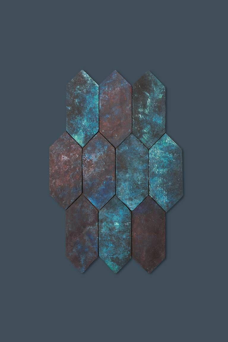 Revestimento hexagonal em tons azulados. Fotos: Paola Lenti/Divulgação