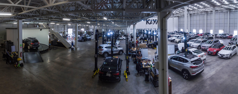 A Kavak possui dois centros de recondicionamento de veículos localizados em Lerma, no Estado do México, e Guadalajara, em Jalisco.