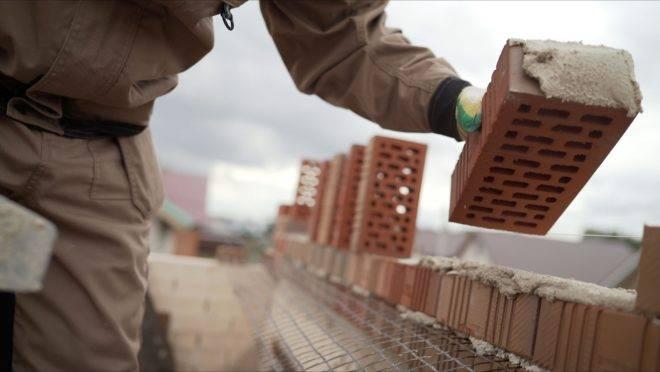 Aumento nos preços dos materiais de construção tem impacto em toda a sociedade das reformas domésticas às grandes obras públicas.
