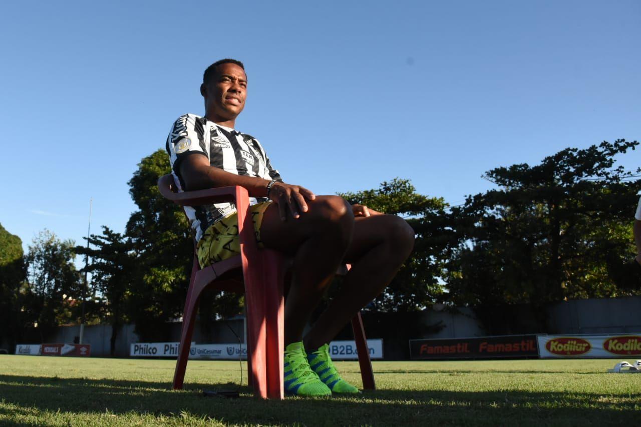Robinho em reapresentação no Santos. Foto: Ivan Storti/Santos FC