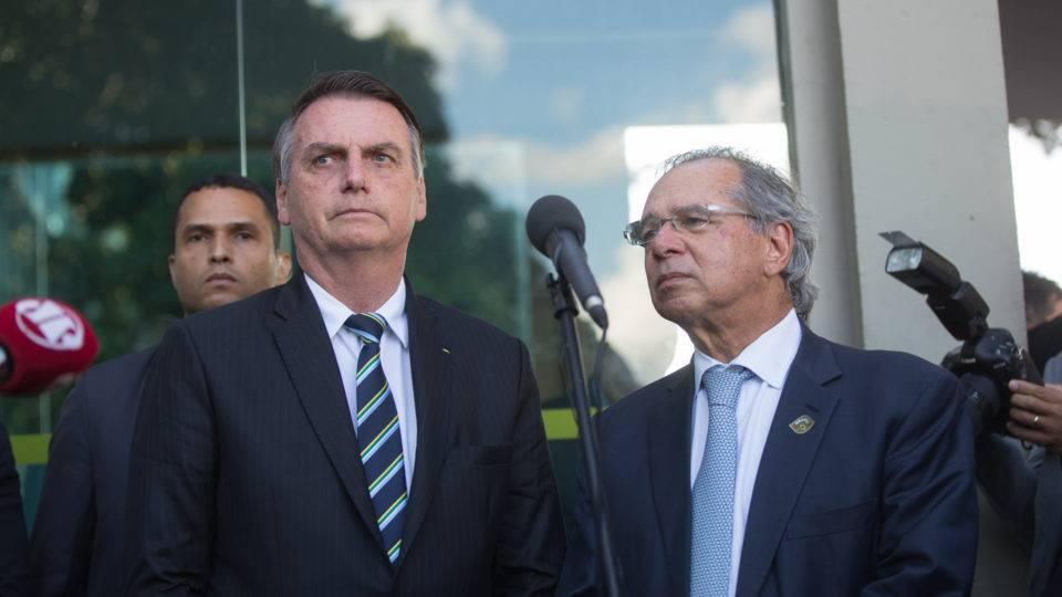Quais os riscos para a economia brasileira e como evitá-los, segundo o governo