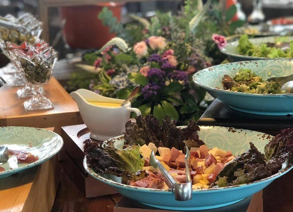 Gastronomia campestre aliada à culinária internacional e valorização de ingredientes locais é a proposta do Virá Charme Resort. Foto: Marja Kraft