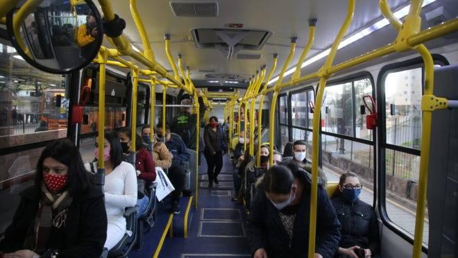 Ônibus em Curitiba durante pandemia de coronavírus