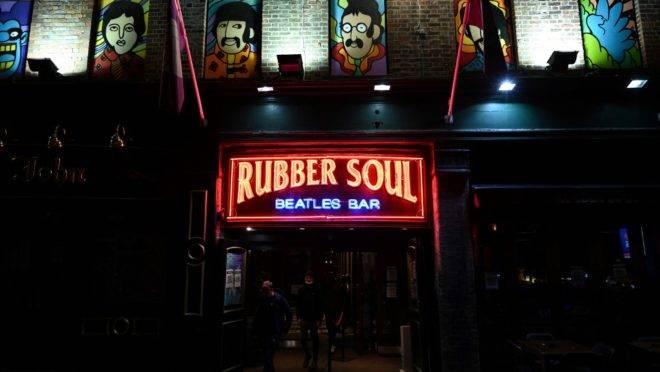A noite de 13 de outubro de 2020 foi a última em que os bares de Liverpool, no norte da Inglaterra, puderam abrir antes do novo lockdown local para conter o avanço da segunda onda de coronavírus na região.