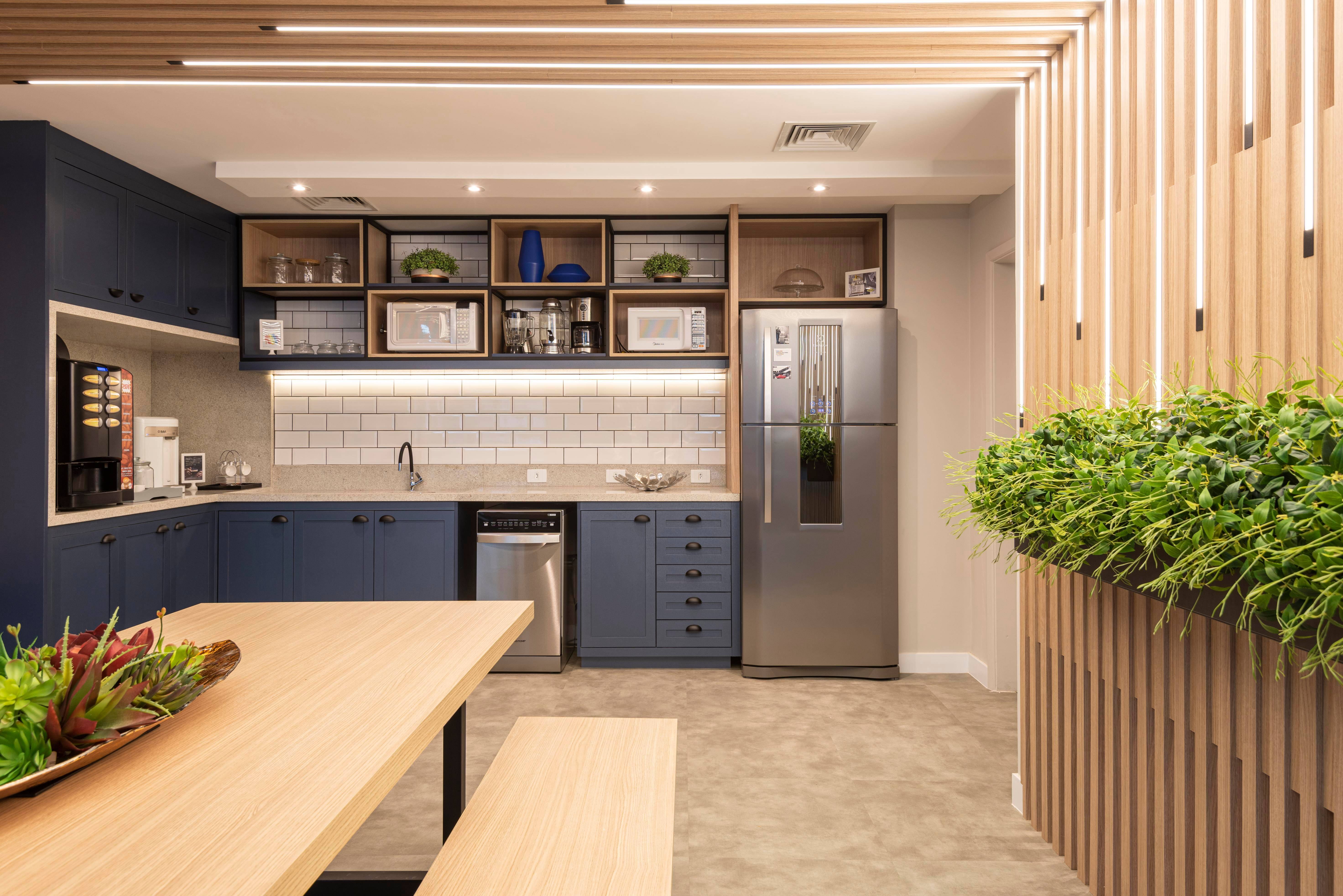 Daniele Ducate planejou o espaço gourmet para o escritório de uma empresa.