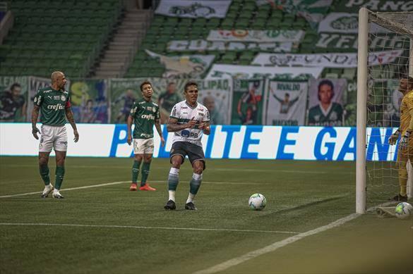 Robson comandou a vitória do Coxa sobre o Palmeiras. Foto: Divulgação/Coritiba