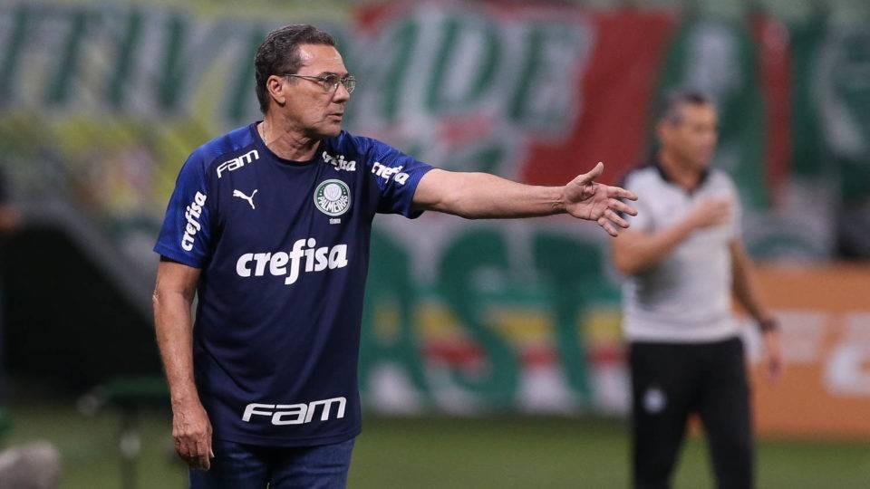 Continua animada a dança dos técnicos no futebol