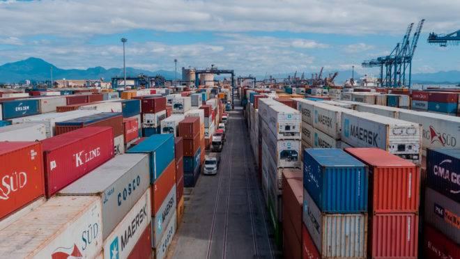 Movimentação de contêineres no Porto de Paranaguá. Nos últimos 4 anos foram R$ 700 milhões investidos na área