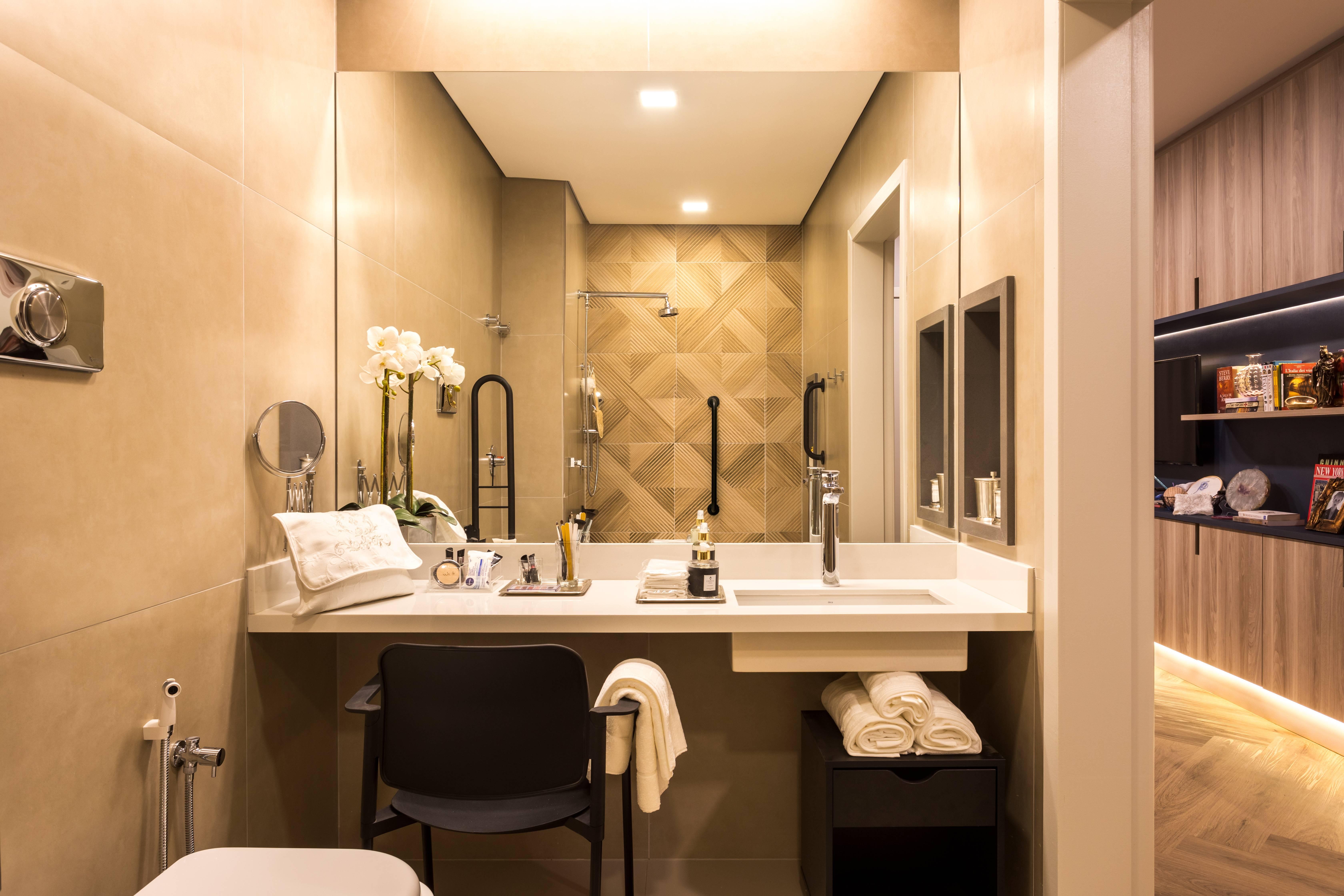 Alguns dos banheiros apresentam diferenças por conta da acessibilidade