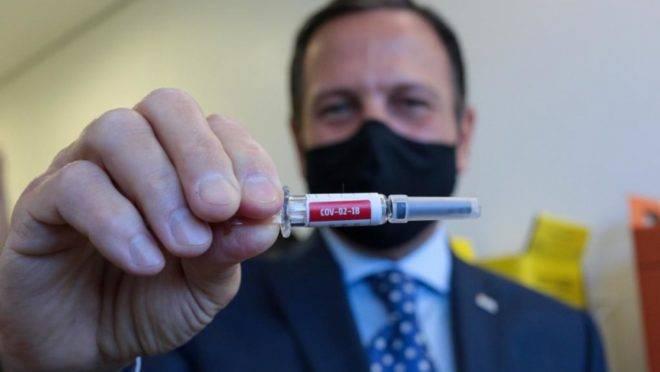 O governador João Doria afirmou na sexta-feira (16) que a vacina chinesa contra a Covid-19 será obrigatória em todo o estado de São Paulo