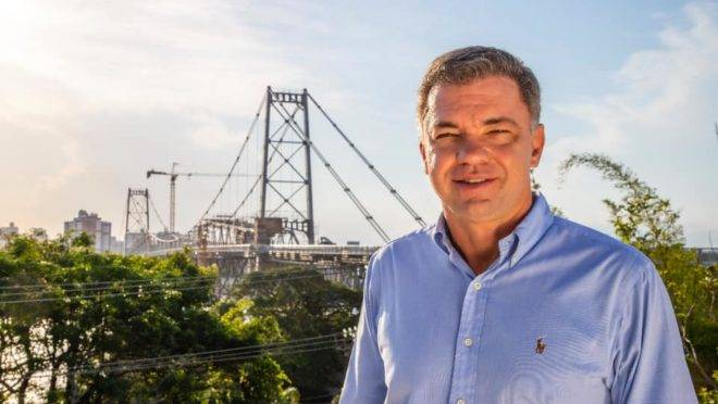 O prefeito de Floripa, Gean Loureiro.