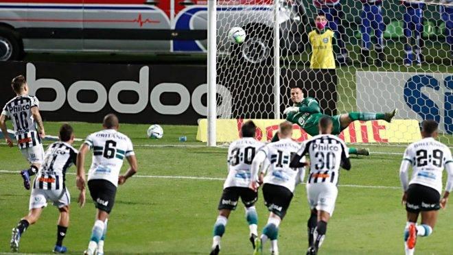 Soteldo marca gol de pênalti no Coritiba