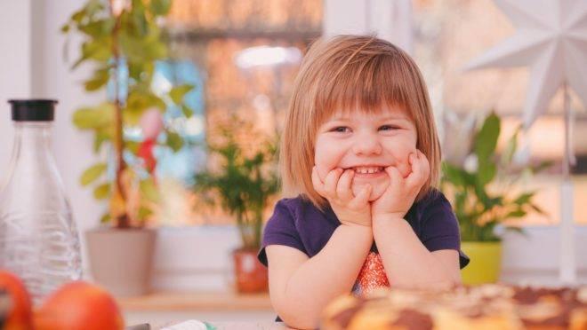 Verbalizar o sentimento de gratidão por algo que a criança fez, para ela vale mais do que gratifica-la com bens materiais