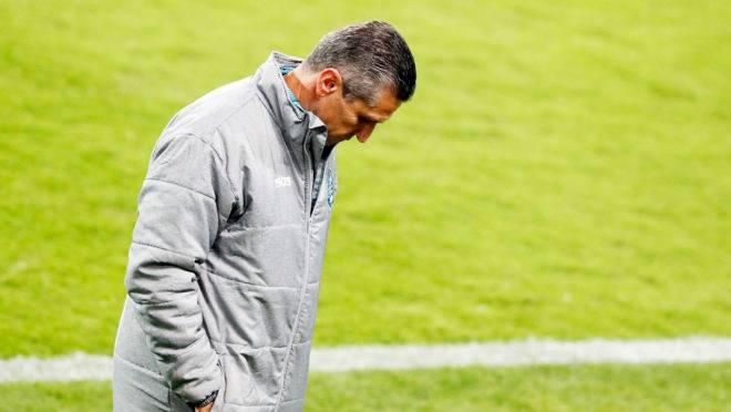 Técnico Jorginho completa dois meses à frente do Coritiba. Em 12 rodadas, são 36,11% de aproveitamento.