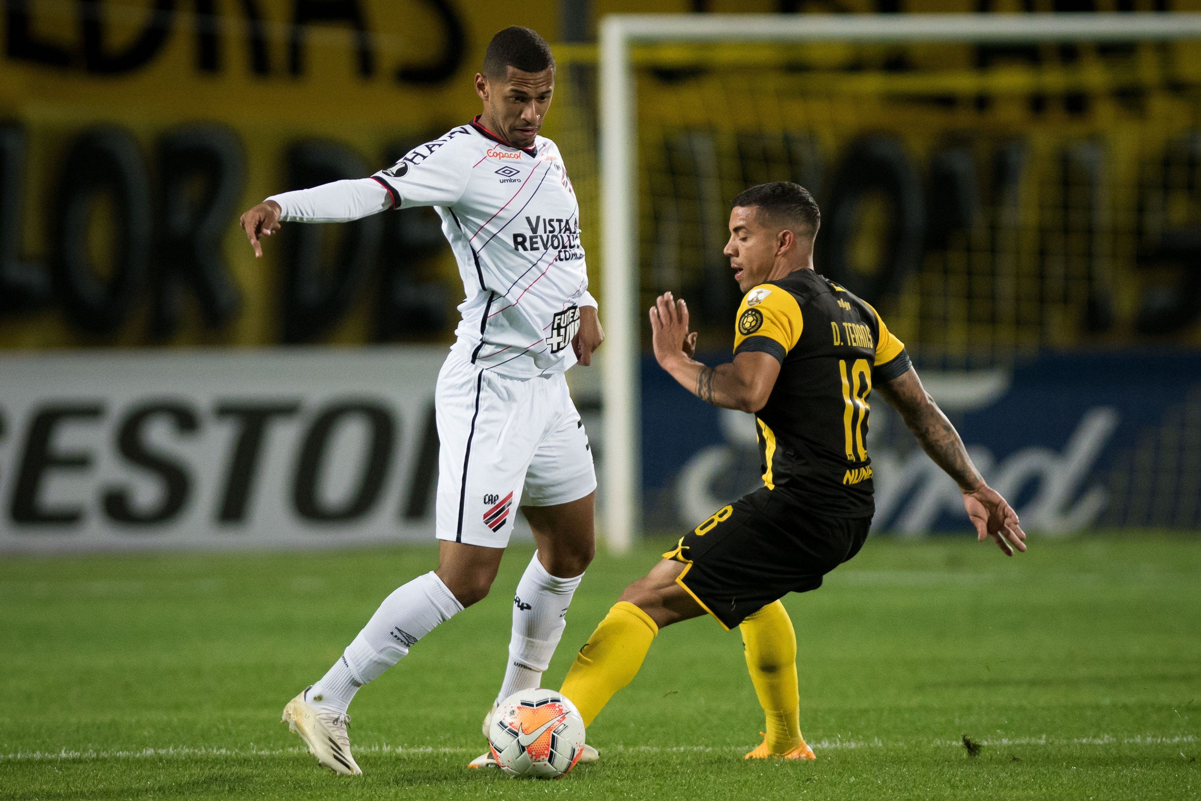 Fabinho começou a jogada do primeiro gol do Athletico.