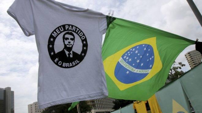Camisetas de apoiadores do presidente Jair Bolsonaro, vendidas durante a posse, em 2019.