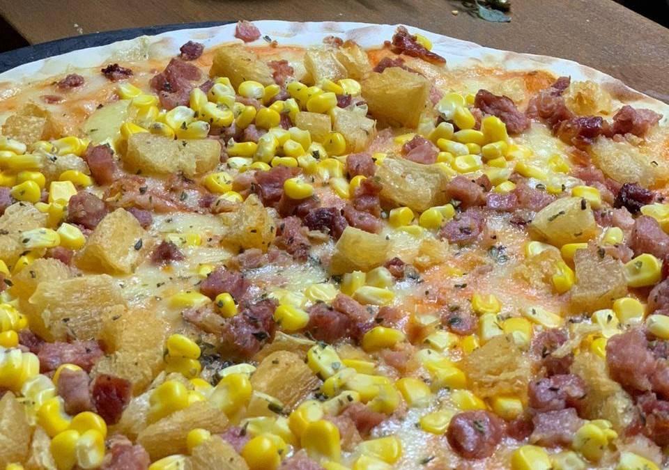 Pizza de mandioquinha com bacon da Pizzaria Chocolate com Banana. Foto: Divulgação/Vina
