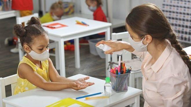 Estudo mostra disseminação do coronavírus em sala de aula
