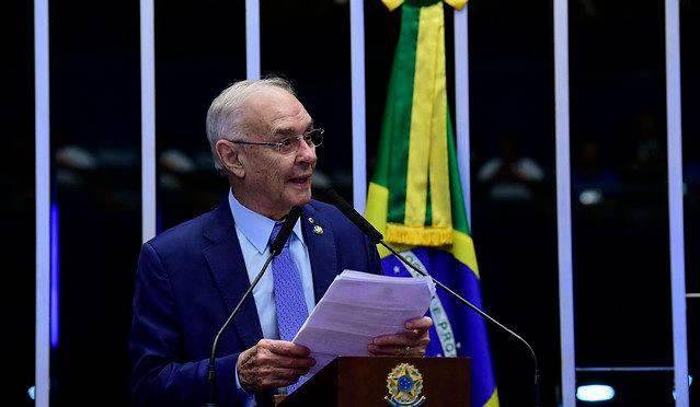 Quem é o suplente do senador Arolde de Oliveira