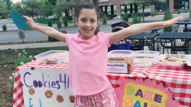 Fundada pela pequena Dana Perella, de 10 anos, a Cookies4Cures já arrecadou cerca de 100 mil dólares para o financiamento de pesquisas para tratamentos de doenças infantis raras.