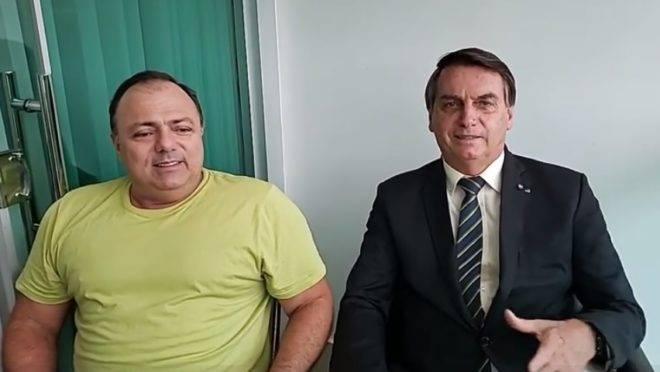 """""""Um manda e outro obedece, mas temos carinho"""", diz Pazuello sobre Bolsonaro"""