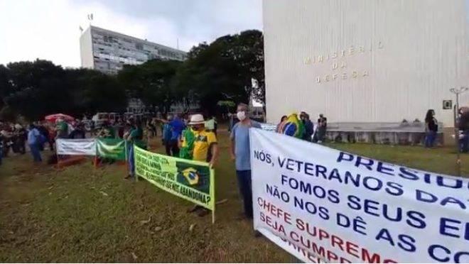 Militares da reserva fazem três dias de protestos contra reforma de Bolsonaro