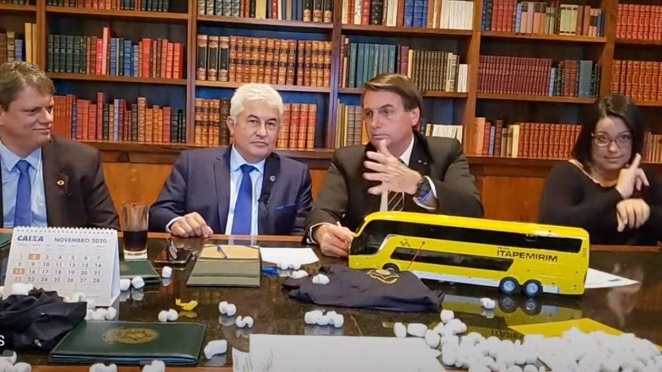 Bolsonaro diz que Anvisa não vai correr para aprovar vacina