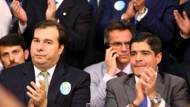 O presidente da Câmara, Rodirgo Maia, e ACM Neto, ambos lideranças importantes do DEM.