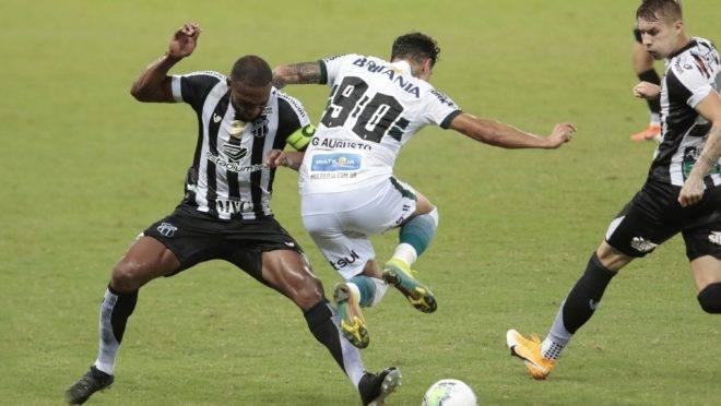 Giovanni Augusto em ação pelo Coritiba contra o Ceará