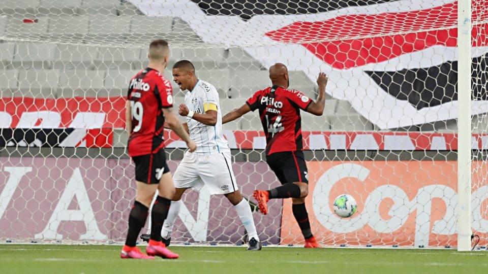 Na ZR, Athletico perde em casa para o Grêmio e chega a um mês sem vitória