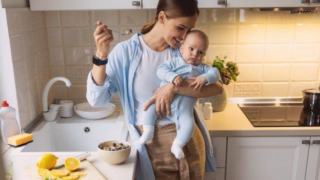 Uma dieta equilibrada no pós-parto beneficia a mãe e o bebê, pois tudo o que ela ingere pode ter influência na criança.