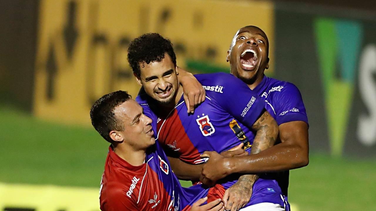 Paraná voltou a vencer após sete jogos. Foto: Albari Rosa/Foto Digital/Gazeta do Povo.