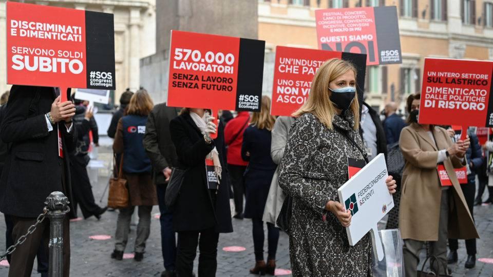 Pandemia: restrições na Itália provocam protestos