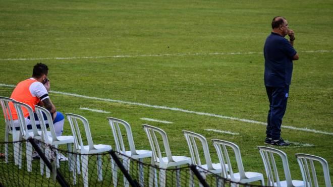 Macanhan foi o reserva solitário do São Bento contra  Criciúma e teve de jogar como atacante