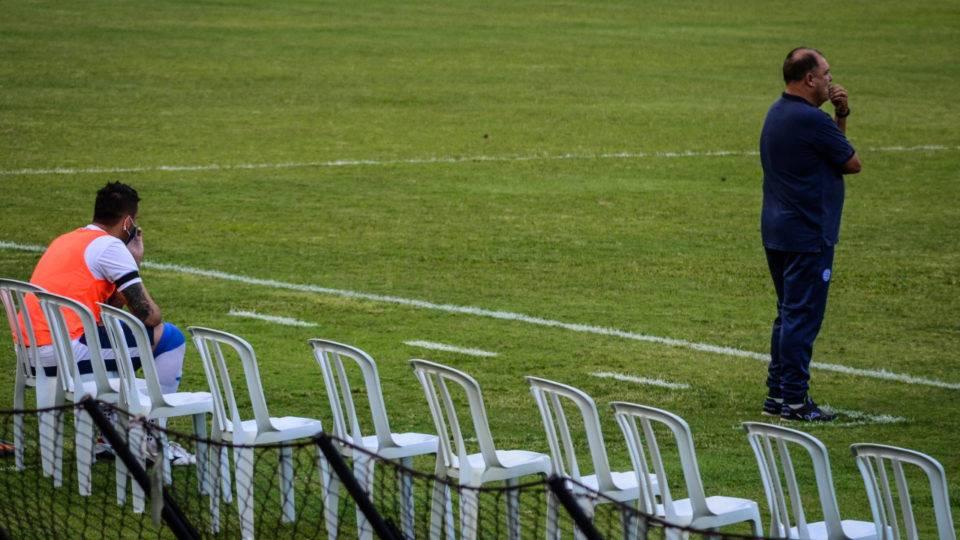 Após surto de Covid-19, goleiro ex-Athletico e Paraná joga como atacante na Série C