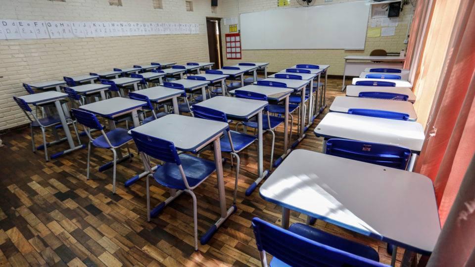 Escolas municipais da Região Metropolitana terão aulas presenciais só em 2021