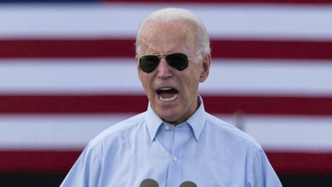 O candidato democrata à eleição presidencial dos EUA, Joe Biden, em evento de campanha em Coconut Creek, Flórida, 29 de outubro