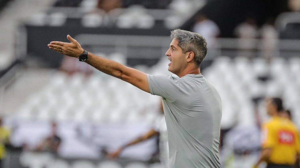 Coxa confirma acerto com técnico Rodrigo Santana, ex-Galo e Avaí