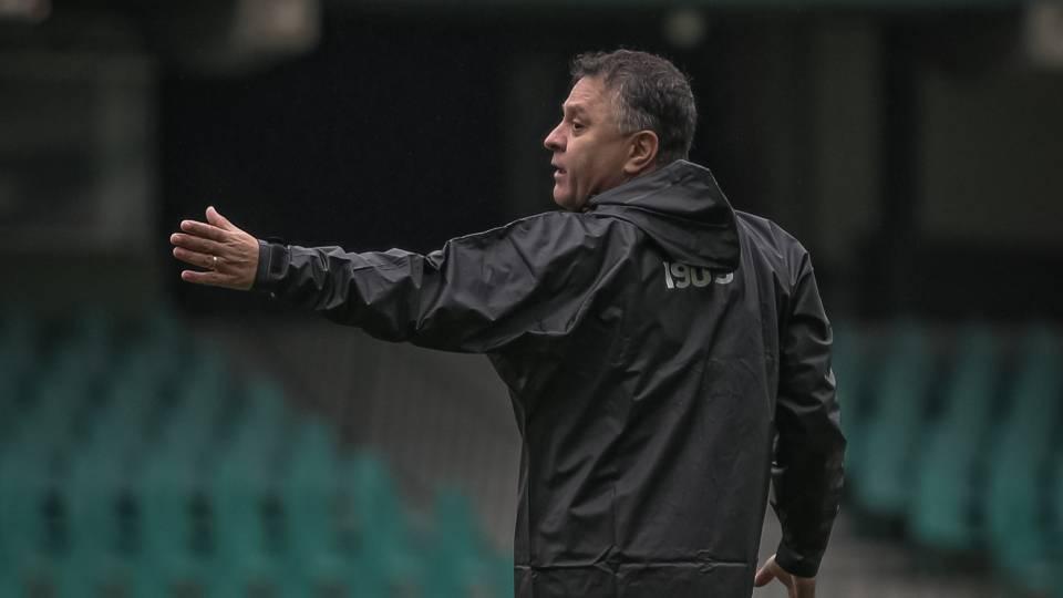 Coritiba terá mudanças no ataque contra o Atlético-GO: veja o provável time