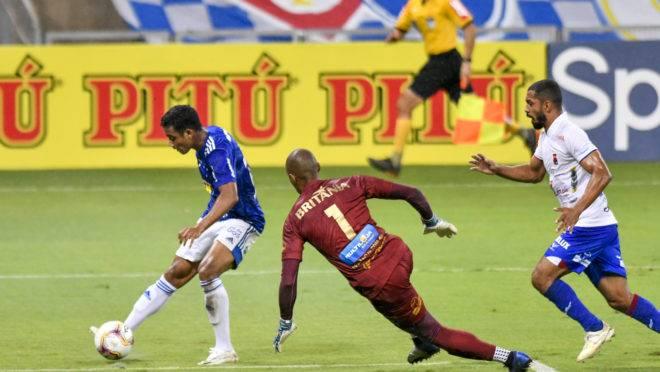 Airton passou pelo goleiro Marcos para marcar o segundo da Raposa.