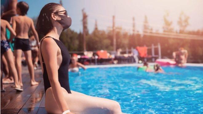 Não existe contaminação pela água, de acordo com infectologista, porque o coronavírus não tem sobrevida na água.