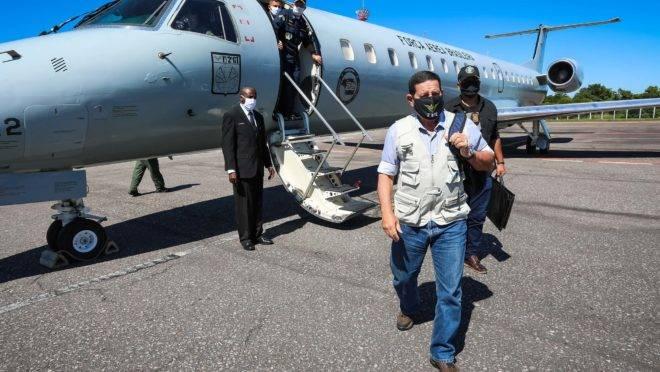 Vice-presidente Hamilton Mourão vai acompanhar embaixadores, na maioria europeus, em sobrevoo na Amazônia.