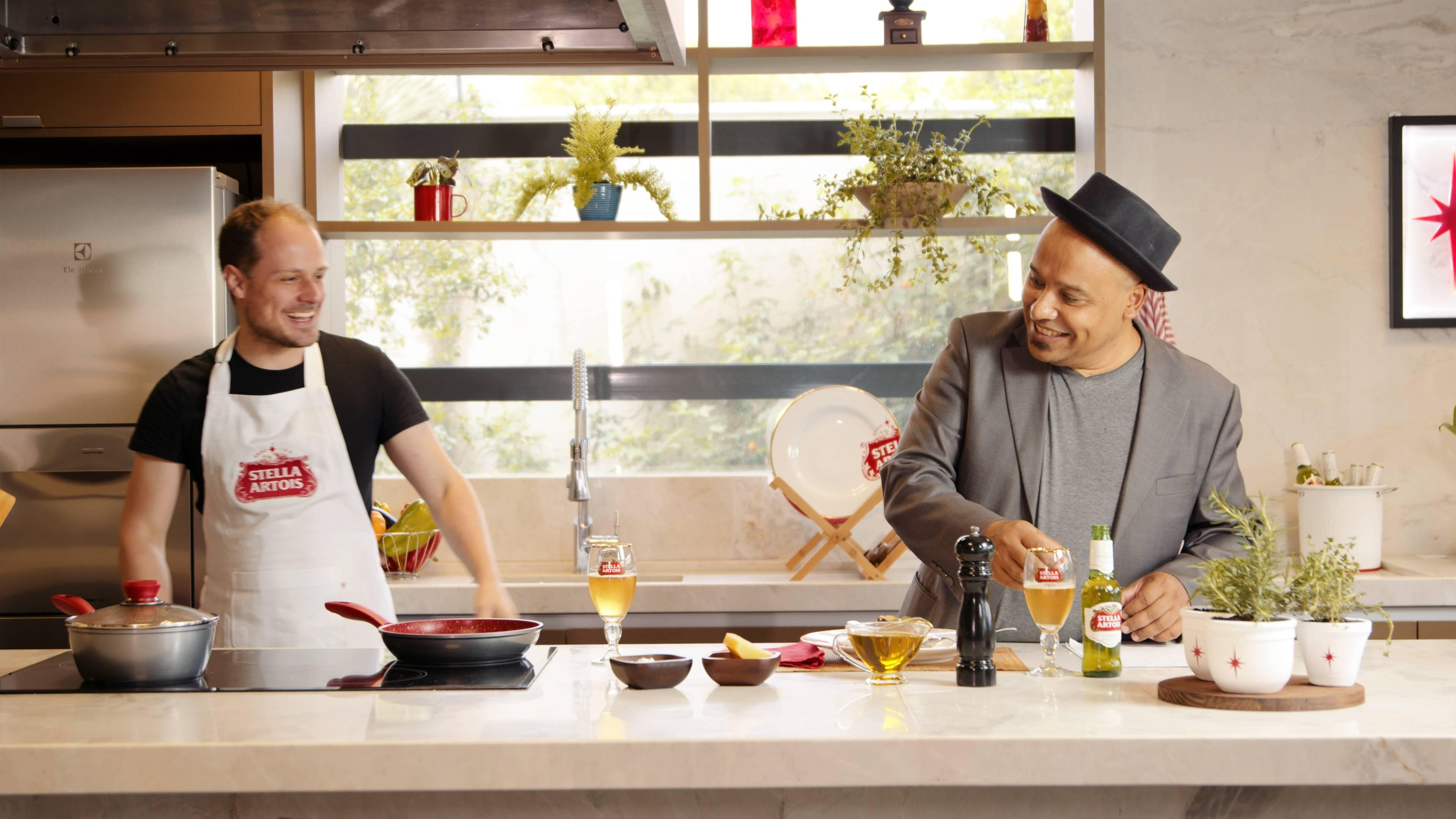 Segundo episódio do Stella Chefs Curitiba conta com o chef Eduardo Richard e o host Washington